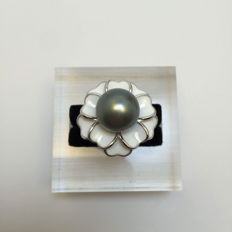 Tahiti black pearl ring, pearl diameter 11.1 mm