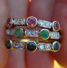 Ring with 3 bands, sapphires, emeralds, rubies and diamonds and 14 kt yellow gold.