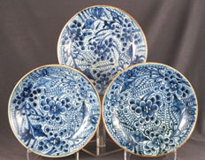 Deep plates with intrinsic flower pattern decor - China - 18th century