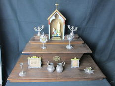 House altar with all sorts of miniature attributes - ca 1920