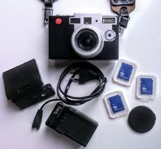 Leica Digilux 1 - battery - charger - lens hood - 4 cards - carrying strap