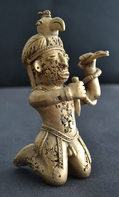 Pre Colombian Tairona  - Warrior with bird and snake  - Tumbaga gold - ca. 125 x 62 x 60 mms