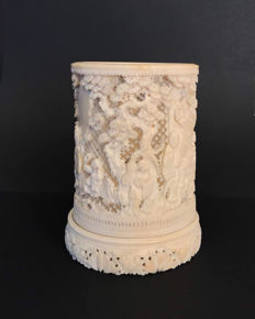 A high quality carved ivory brushpot - China -  late 19th century