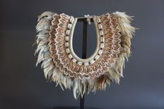 Necklace made with seashelland and feather , stand unfurnished - TOLAI - Papua New Guinea