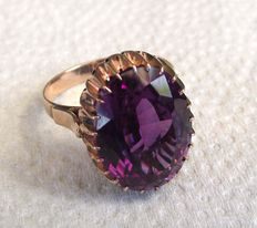 Turn of the 20th century ladies 14ct  ring with amethyst