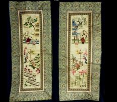 A pair of chinese rugs in embroidered silk - China - mid 20th century.