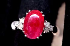 18kt white gold Ring set with Diamonds and red Ruby