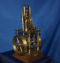 Model live of a steam engine , Dampfmaschine - manufactured by Poland - recent