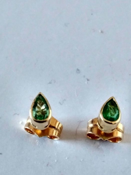 Emerald and 18 kt gold earrings- 5 x 3 mm