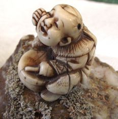 Stag Antler Netsuke of a Drummer Boy - Japan -  19th century