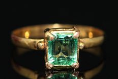 18 kt gold ring with emerald, US size 6.5