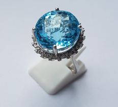 14kt White Gold Ring with Diamonds & Swiss Blue Topaz - 23.30 ct - No Reserve