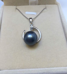 925 Silver. Tahitian black pearl necklace, pearl diameter 12 mm. Chain length 45 cm.