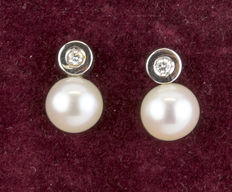 White gold earrings with brilliant-cut diamonds and Australian South Sea pearls