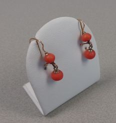 14k red gold earrings with precious coral Height is 23 mm.
