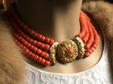 Antique beautiful large golden Axles.  Clasp from circa 1880.  4 strands of 100% genuine precious coral, 168 grams.      Beautiful warm colour.