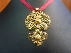 Venera Charra pendant in 18 kt gold (traditional Salamancan costume)