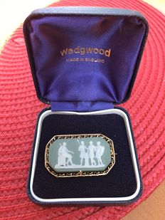 Wedgwood 10CT gold, green jasperware brooch. England-1881