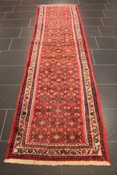 High-quality hand-knotted Persian rug. Hamadan Malayer. Made in Iran circa 1960. Plant-based dyes. Measures 80 x 290 cm.