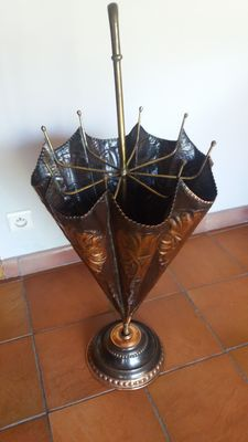 Umbrella stand in copper and brass