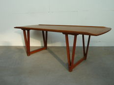 Designer unknown - Vintage mid-century modern coffee table