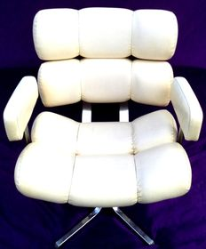 Designer unknown - Hairdresser's seat in steel & faux leather (white-cream colour)