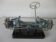 Educational model of steering, suspension and brakes 1960s - Hema, Germany - 30 x 16 x 20 cm