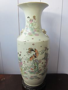 Large porcelain vase on a stand with flower girls and calligraphy - China - around 1920 (Republic period)