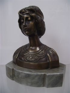 Art Nouveau bronze bust of a lady on a marble base - Mid 20th century