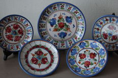 Lot with hand painted Austrian ceramic decorative plates - J. Graf