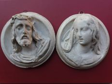 Pair of plaster reliefs depicting Jesus and the Madonna - Europe - 19th century