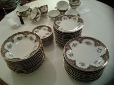 Maria Begoña qp ceramic tableware filleted in gold, with garlands in gold also - 97 x