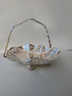 Exquisite basket with handle and pierced silver plated decoration