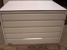 Metal drawing file cabinet with 5 drawers for silkscreens, illustrations or building plans