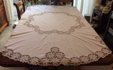 Large collection of table linen, 127 pieces