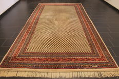 Magnificent hand-knotted oriental palace carpet, Sarough Mir, signed, 204 x 400 cm, made in India, fantastic highland wool around 1990