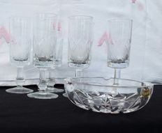 Lot of 6 glasses and a cut crystal ashtray with geometric shapes France - second half of the 20th century.
