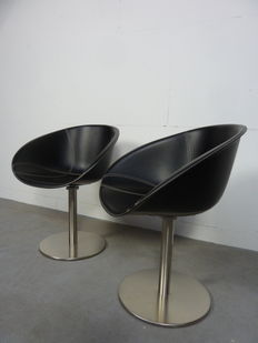 Designer unknown – vintage design chairs on a swivel base with a zero position.