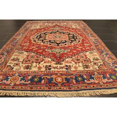 Beautiful Persian carpet, Indo Heriz, 200 x 140 cm, made in India at the end of the last century