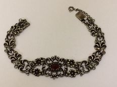 835 silver bracelet with an almandine garnet – Length 18 cm