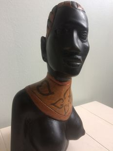 Beautiful statue of an African woman