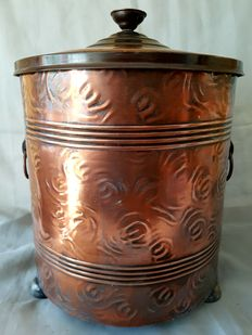 Red copper-plated boiler with lid and inner tray