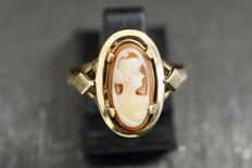 Gold ring with cameo.