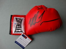 Mike Tyson world heavyweight boxer, Everlast glove, originally signed  + COA psa/dna
