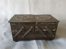 Small Tin sewing box (jewellery box) with ornaments, France, 1st half 20th century,