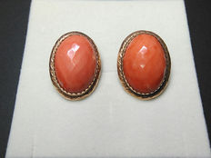 Earrings – 18 kt gold and coral -  Length, 22.8 mm x height, 30 mm