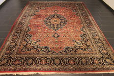 Magnificent handwoven Persian carpet, Keshan, made in Iran, middle of the 20th century, 250 x 350 cm