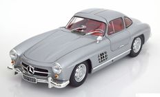 Minichamps Dealer - Scale 1/18 - Mercedes-Benz 300 SL Gullwing 1955 - Colour: Silver