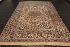 Beautiful fine Persian palace carpet Nain silk carpet cork wool with silk. Made in Iran, province of Nain, 205 x 300 cm