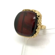 Ring in gold plated sterling silver 925 with large piece of natural Baltic Amber, weight 12 grams